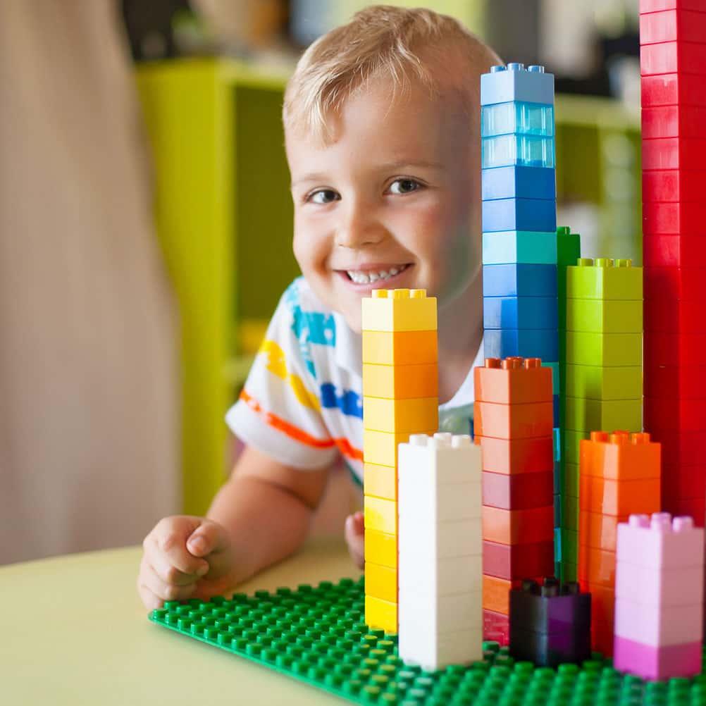 Spolupráce vzdělávacího centra Smart Bricks® a mateřské školky Ponny: Podporujeme rozvoj řečových dovedností dětí